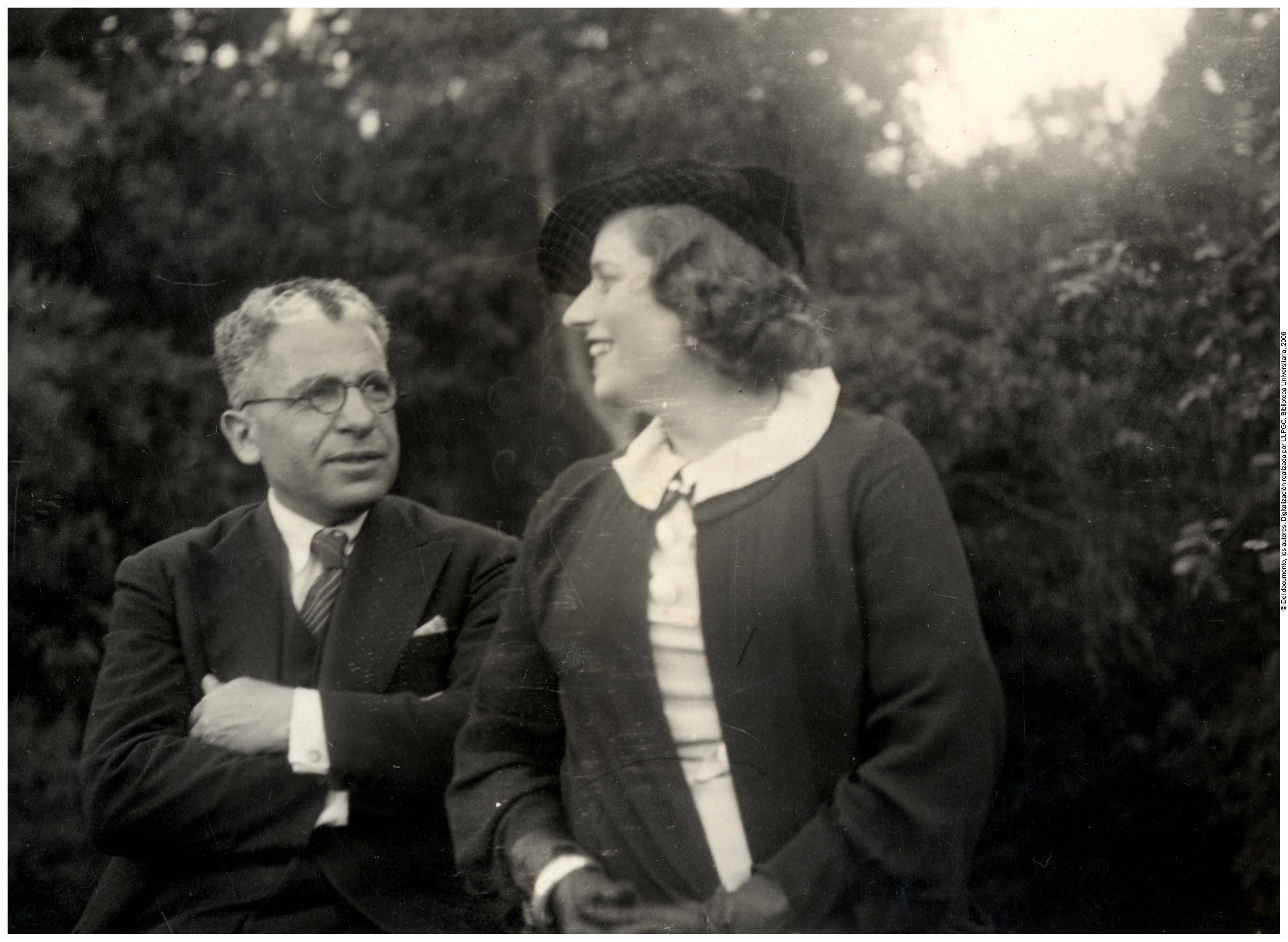 Con su esposa, Isabel Macario Brito. 1935