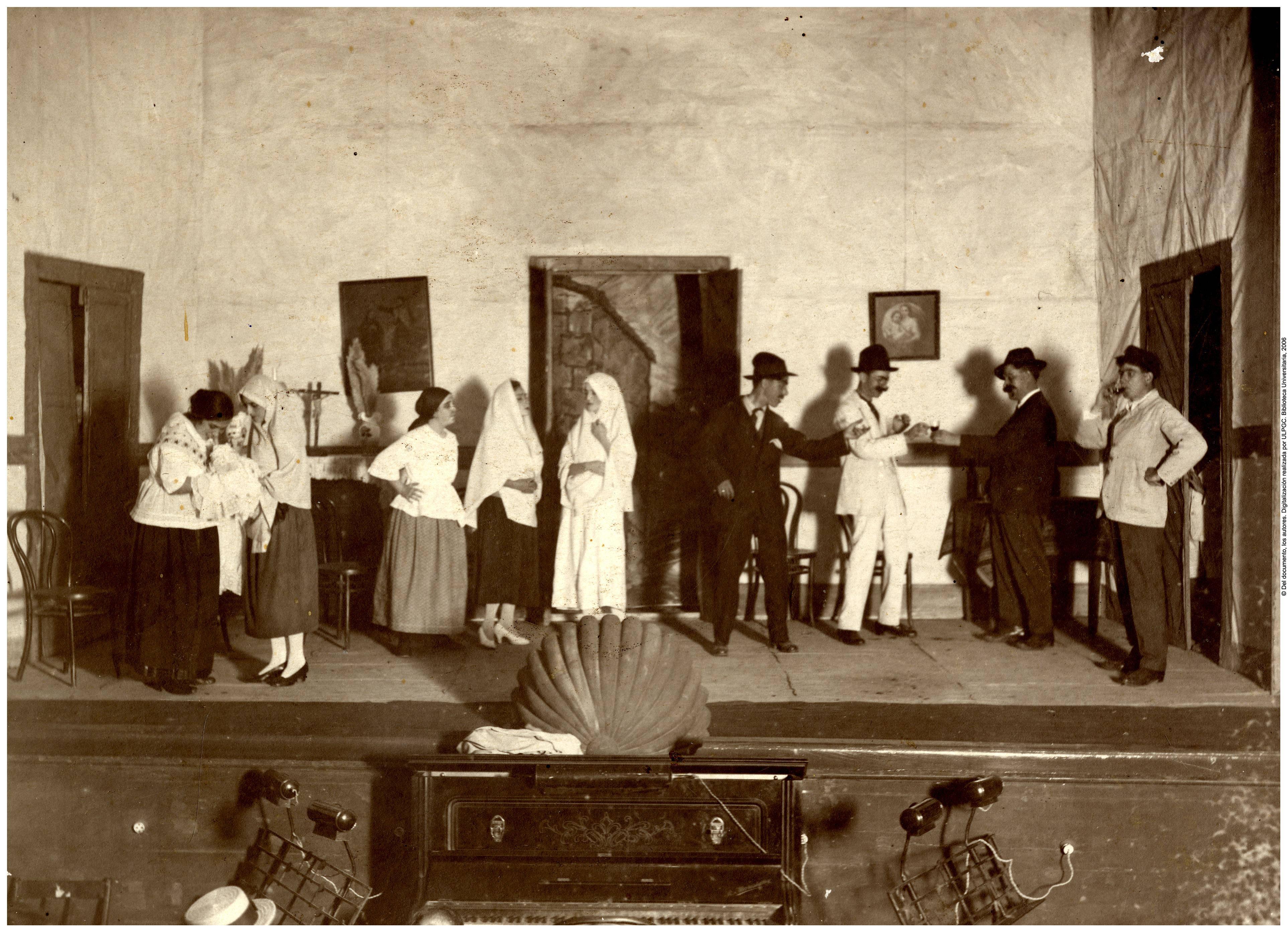 Representación teatral de una obra de Saulo Torón en el Teatro-cine del Puerto, en la calle Albareda de Las Palmas de Gran Canaria.