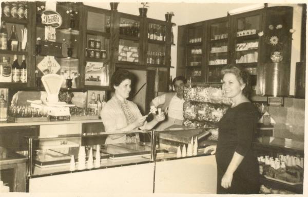 Heladería y tienda tradicional de barrio. 1955