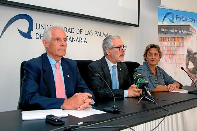De izquierda a derecha: Maximiano Trapero, José Regidor, María del Carmen Martín. Fotografía del periódico Canarias7